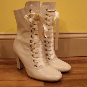 Vintage White 60s 70s Lace up Go Go Heeled Boots